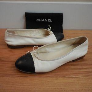 $895~CHANEL~Black/Ivory Cap-Toe Ballet Flats~8/8.5